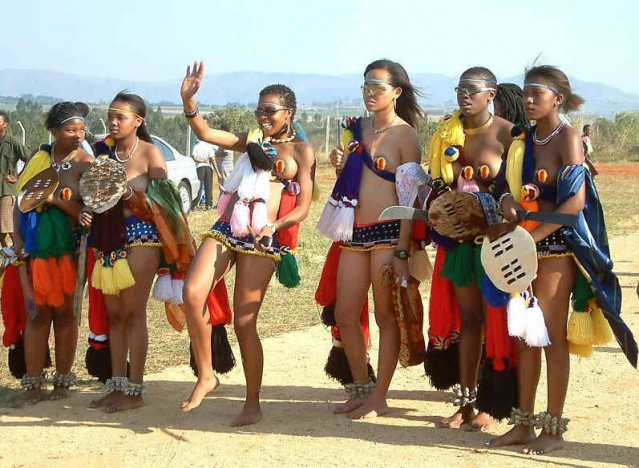 Güney Afrika'daki en büyük etnik grup Zulular, gelenekleri yüzyıllardır yaşatıyor...