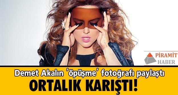 Ünlü şarkıcı, öpüşürken görüntülenen Kenan İmirzalıoğlu ve Sinem Kobal'ın fotoğraflarını paylaşınca takipçilerinden bu aşk için