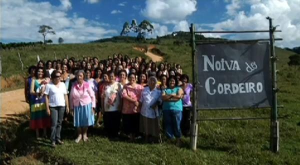 Brezilya'nın güneydoğusunda yer alan Noiva do Cordeiro kasabasında yalnızca kadınlar yaşıyor.