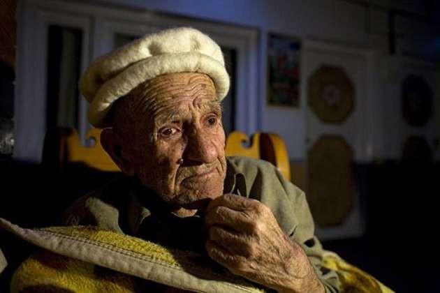 Tamamen Müslüman olan Hunza Türkleri ortalama 110 ile 120 yıl yaşıyor. Burada 65 yaş yolun yarısı sayılıyor...