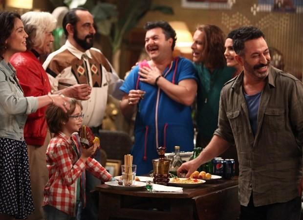 Cem Yılmaz, son filmi 'Pek Yakında'da uyarıcı madde kullanımını özendirdiği iddiasıyla yapılan suç duyurusu üzerine ifade verdi