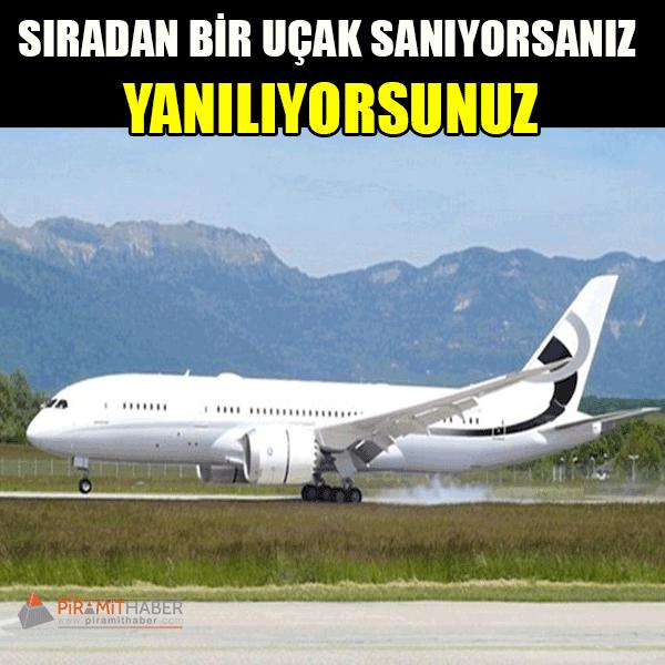 Sıradan bir Boeing 787 görünümünde bir uçak… Sanki az sonra biletinizi gösterip dünyanın bir ucuna uçacaksınız. Ama bu uçak, dışarıdan göründüğü gibi değil. Zira, bu uçak toplu kullanıma açılmış olan ilk lüks uçak. Değeri ise 324 milyon dolar (yaklaşık 972 milyon TL).
