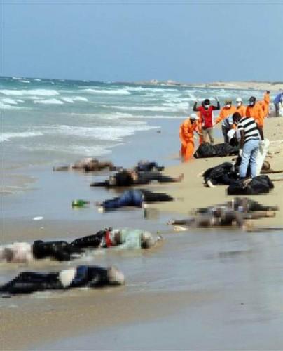 Umuda yolculuk dramından geriye kalan bu inanılmaz fotoğraf Libya sahillerinden...