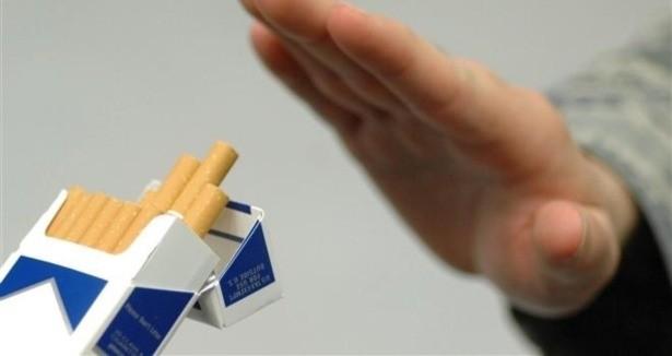 """Doç.Dr. Hisar, """"Aslında light sigaralar sağlığa daha fazla zararlı. Çünkü sigaranın içinde zararlı olan 4 bin çeşit madde ekarte edilmiyor."""