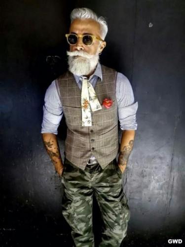 Olgun Erkeklerin Karizmatik Giyim Tarzları Foto Galerisi