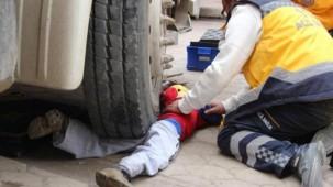 12 tonluk Kamyonun altında kalan çocuk böyle kurtarıldı