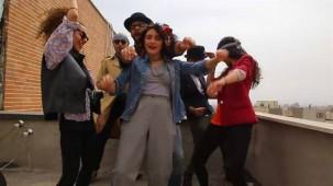 Dans eden İranlı kızlara kırbaç cezası
