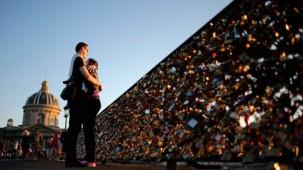Paris'teki Pont des Arts köprüsü aşksız kalacak