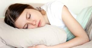 Yan yatarak uyumanın şaşırtıcı faydası