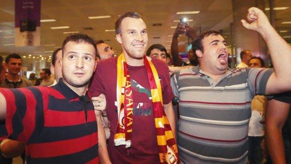 Galatasaray taraftarını övdü