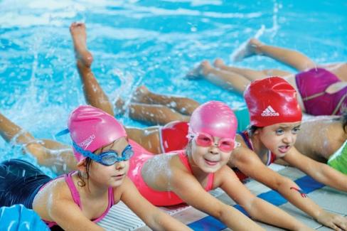 Bebek ve çocukların erken yüzmeleri hakkında tüm bilgiler