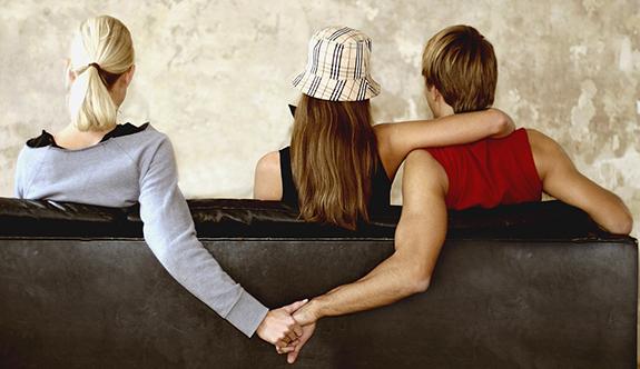 Eşinin Kendisini Aldattığı Kadına Öyle Bir Mektup Yazdı Ki