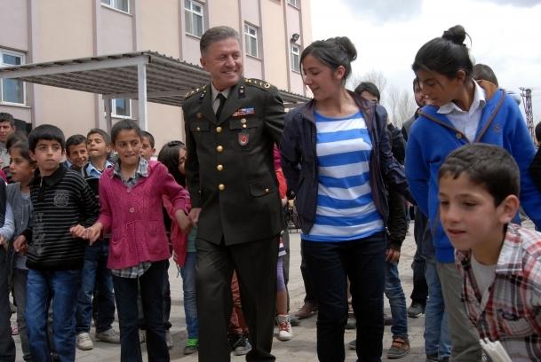 23 Nisan Hakkari, Muş ve Bitlis'tecoşkuyla kutlandı