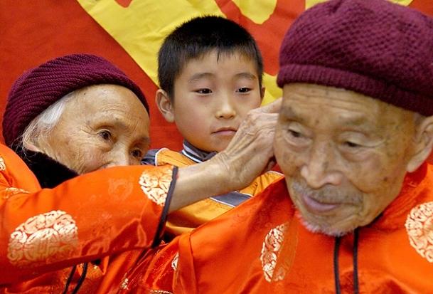 48 bin Çinli bir asrı devirdi