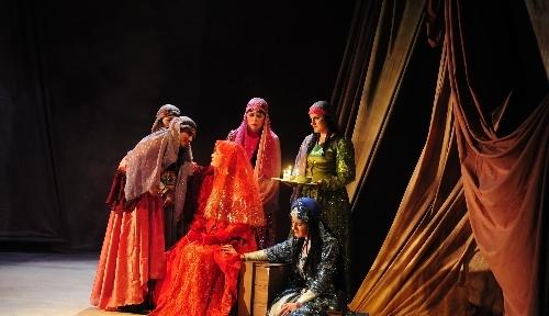 Ahmet Hani'nin 'Mem-u Zin'i bu kez de tiyatro eseri olarak sahnelendi