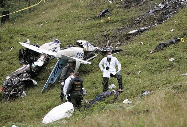 Almanya'da iki uçak çarpıştı