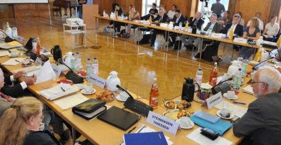 Almanya'da ''sünnete'' yasal güvence
