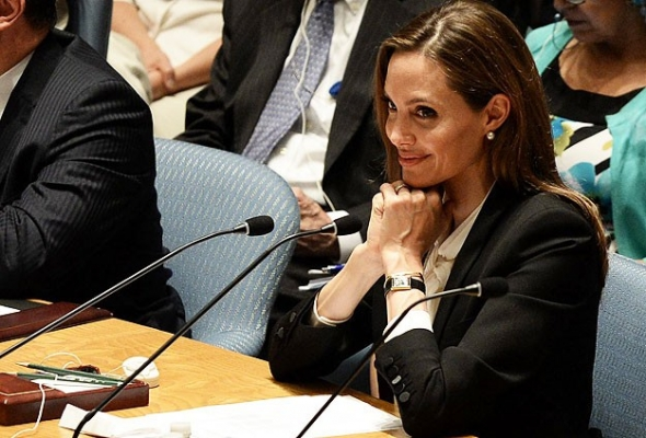 Angelina Jolie BMGK'da brifing verdi