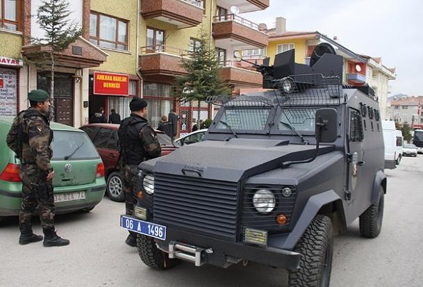 Ankara'da 14 adrese operasyon
