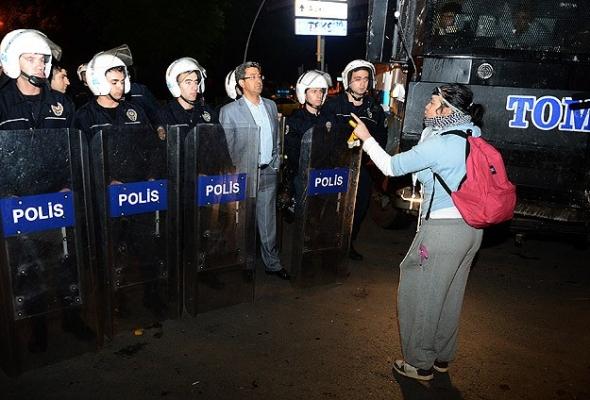 Ankara'daki göstericileri polis ikna etti