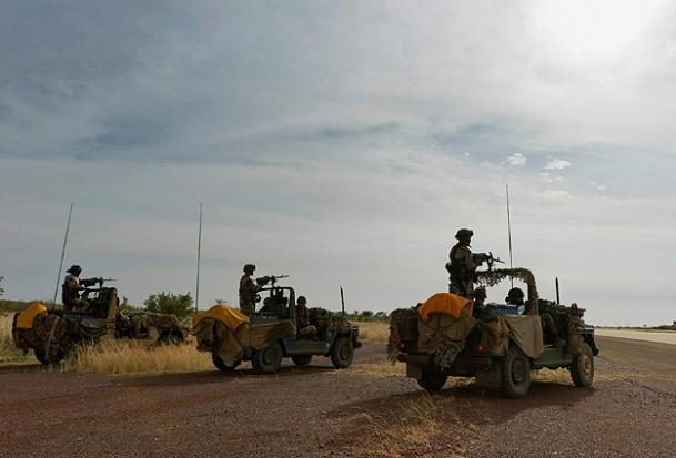 Askerler Timbuktu hava limanına girdi