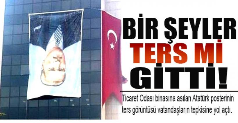 Atatürk posteri yanlışlıkla ters asıldı