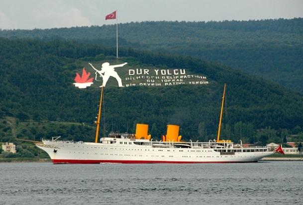 Atatürk'ün yatı Çanakkale Boğazı'ndan geçti