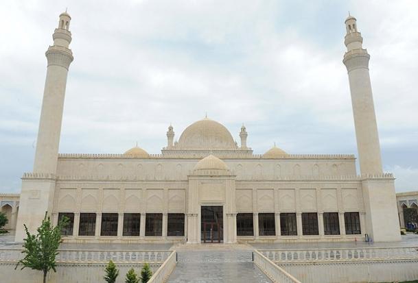 Azerbaycan'ın en eski camisi ibadete açıldı