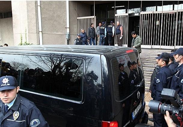 ''Balyoz'' davası sanıkları Ankara Adliyesi'nde