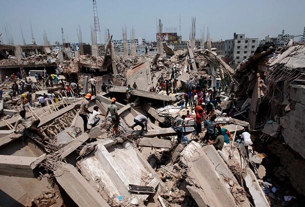 Bangladeş'te bina çöktü: 82 ölü