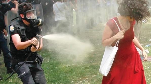 Başbakan Erdoğan'dan şikayetçi oldu!