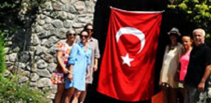 Başbuğ'un villasına Türk bayrağı
