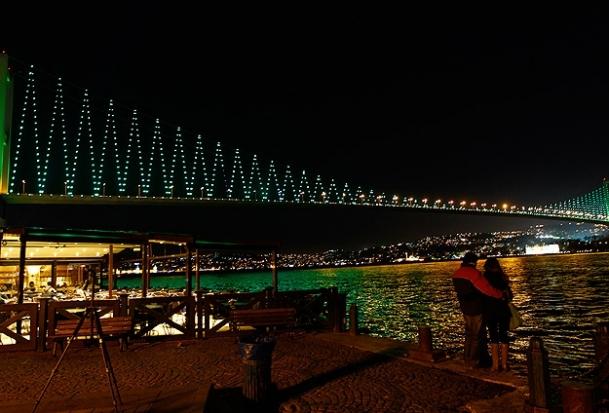 Boğaz köprüleri yeşile büründü