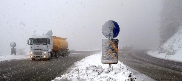 Bolu'da yoğun kar yağışı ve sis