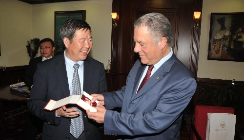 Çinli kardeş şehir Tianjin'den İzmir'e selam getirdiler