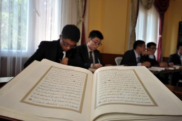 Çinli öğrenciler Kuran öğreniyor