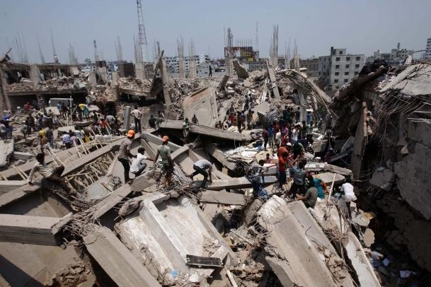 Çöken binadan çıkarılan ceset sayısı 402 oldu