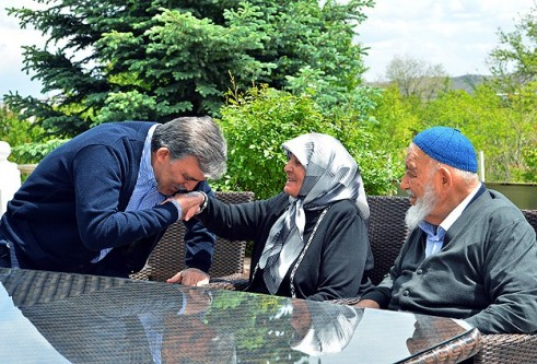 Cumhurbaşkanı Gül anneler gününü kutladı