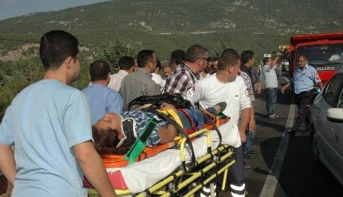 Denizli'de trafik kazası: 1 ölü, 13 yaralı