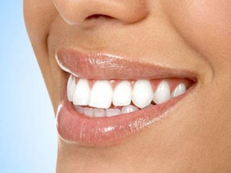 Dişlerinizi Beyazlatan Besinler!