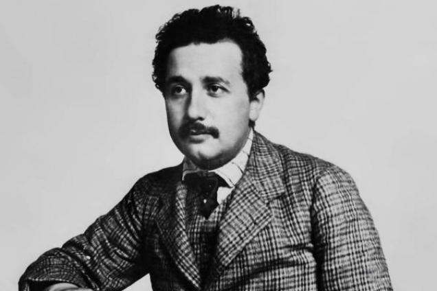 Einstein Kaç Saat Uyurdu