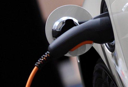 Elektrikli araba piyasaya çıkıyor!