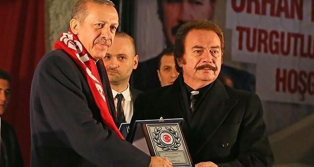Erdoğan'dan Orhan Gencebay'a plaket