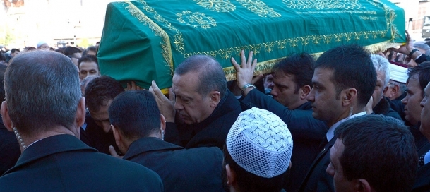 Erdoğan dayısı için gözyaşı döktü