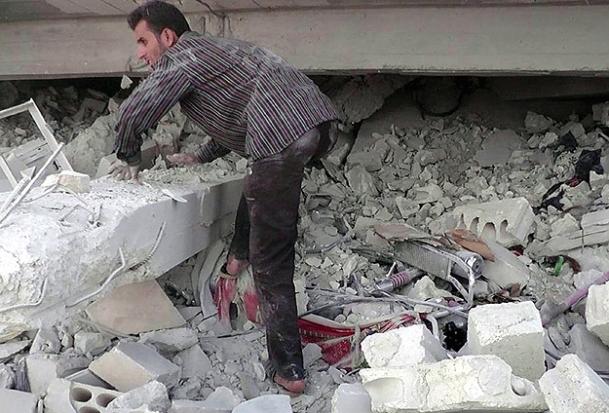 Esed'e bağlı savaş uçakları hastane bombaladı
