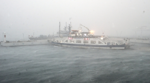 Fırtına Balıkesir'de, hortum Antalya'da