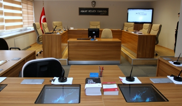 'Gizli bilgi ve belge bulundurma' davasında 6 tahliye