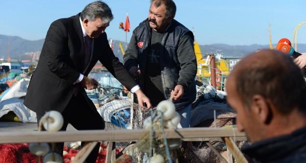 Gül balıkçı ağı ördü