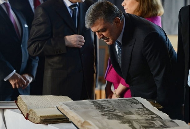 Gül, İsveç'te Osmanlı eserlerini inceledi