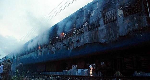 Hindistan'da yolcu treninde yangın